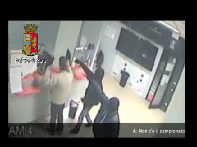Otto rapine in sale slot, tre arrestati
