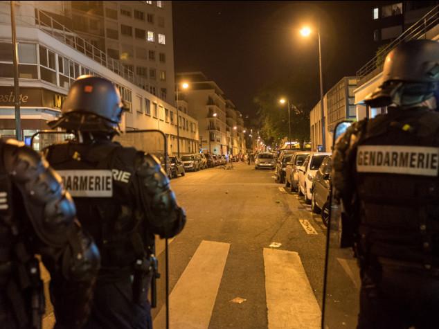 Francia: Hollande, entro fine luglio mobilitati 15'000 riservisti