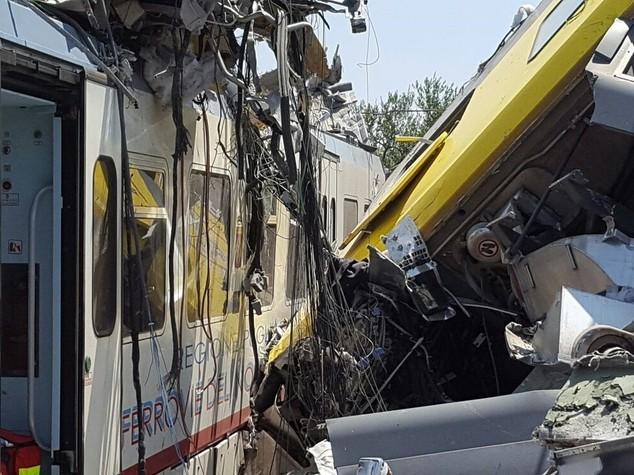 Scontro fra treni, strage in Puglia