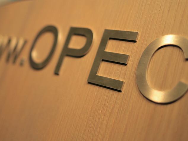 Petrolio: Opec prevede riduzione eccesso offerta nel 2016-17