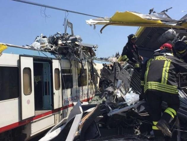 Puglia, scontro fra treni tra Andria e Corato: 11 morti