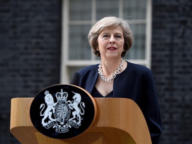 """Primo giorno di Theresa May, """"Dateci tempo per uscire da Ue"""""""