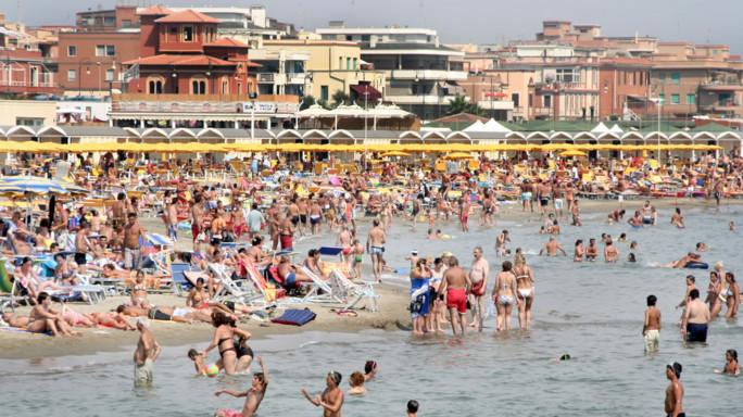 Gdf Roma sequestra 450 mln euro, sigilli a porto Ostia e stabilimenti