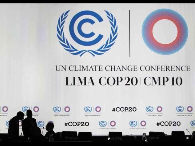 A Lima si fa la storia: accordo sul clima, si' a taglio emissioni