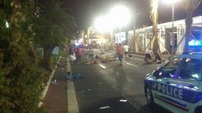 Notte di terrore a Nizza, le immagini del massacro