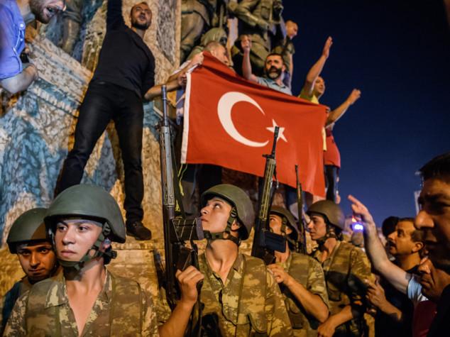 Golpe in Turchia. I militari: abbiamo il potere