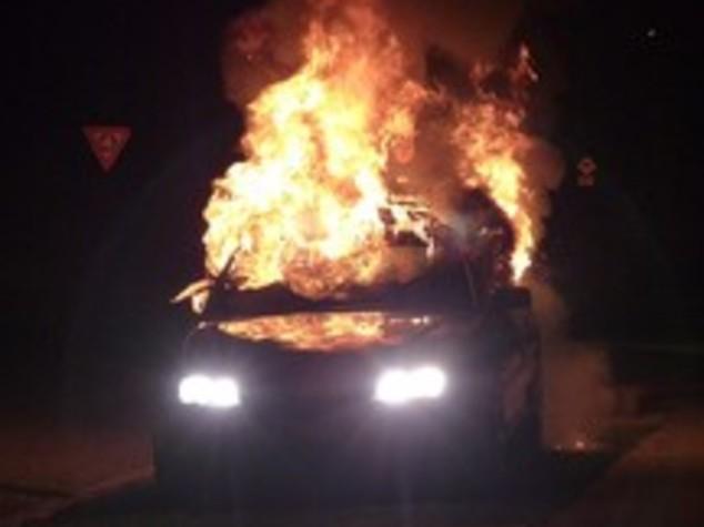 Da' fuoco a un'auto e a tre cassonetti, piromane arrestato a Roma