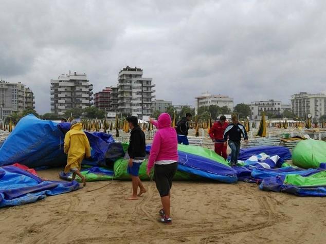 Mareggiata e allagamenti a Rimini, danni a parco acquatico