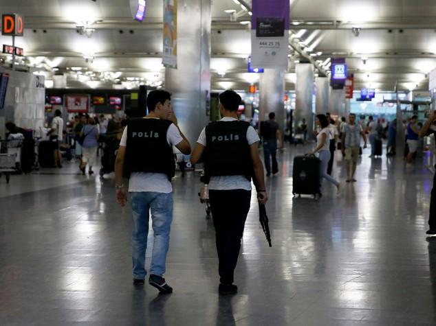Turchia: spari a aeroporto Gokcen Istanbul polizia-soldati
