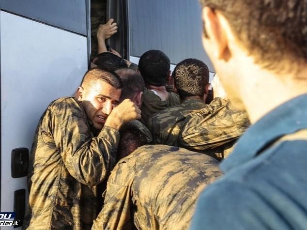 Erdogan chiude accademie militari in Turchia, a casa 1.389 soldati