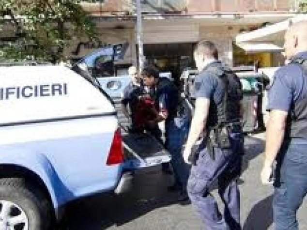Ordigno esplode davanti ad un bar di Taranto, ingenti i danni