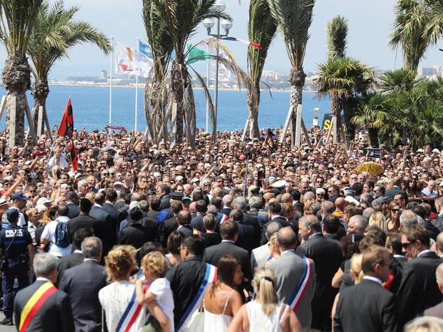 Il premier Valls fischiato alla commemorazione di Nizza