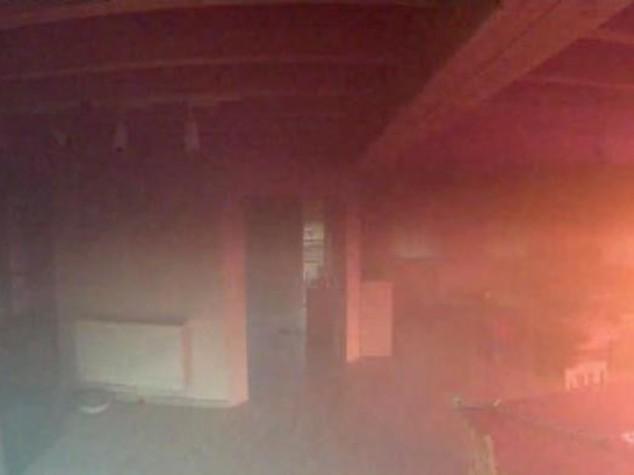 Scoppia incendio, ma telecamera salva casa e cani - Video