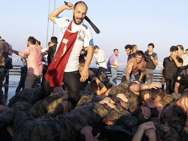 """Berlino, repressione turca """"si fa beffe di stato di diritto"""""""