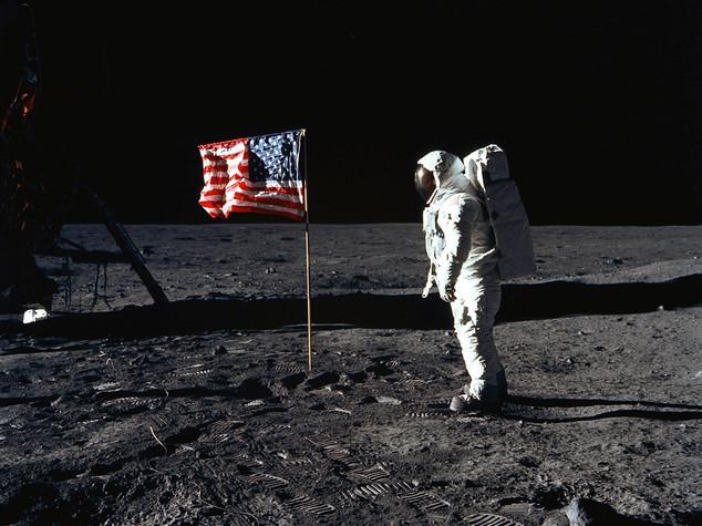 I fatti del 21 luglio: dal primo passo sulla Luna alla scuola Diaz