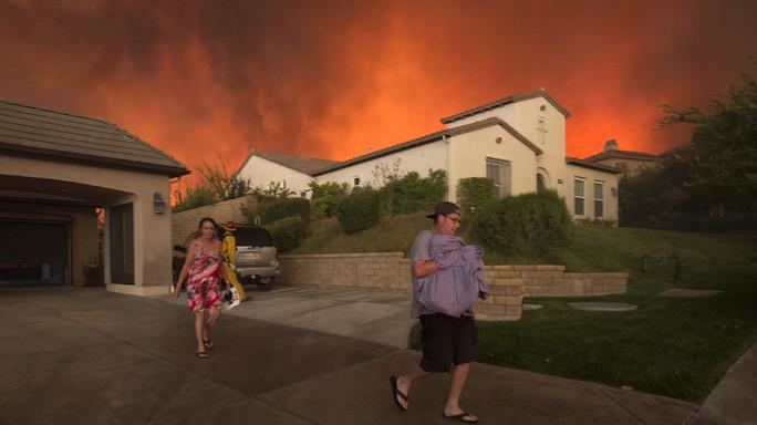 Fiamme 'Sand Fire' avanzano, 20mila in fuga in California