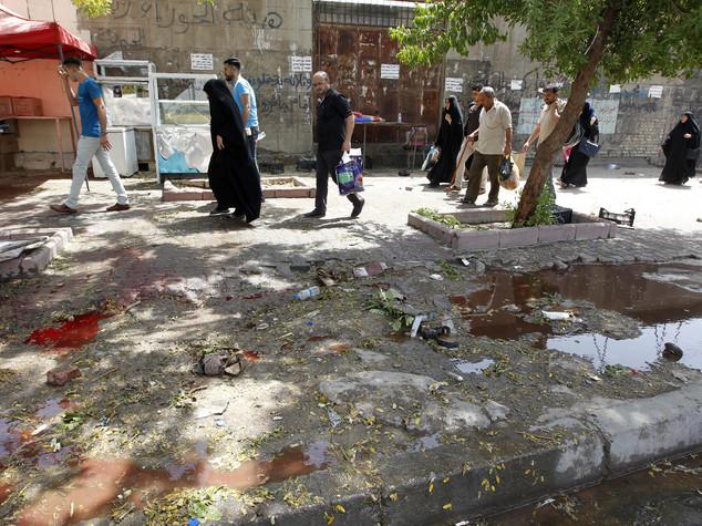 Kamikaze in area sciita a nord di Baghdad, 21 morti