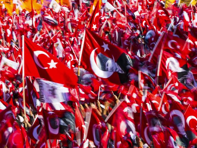 Opposizione in piazza a Istanbul contro il golpe