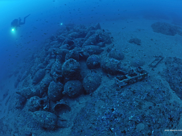 Archeologia: relitto in mare Acitrezza,hub anfore su rotta Eneide