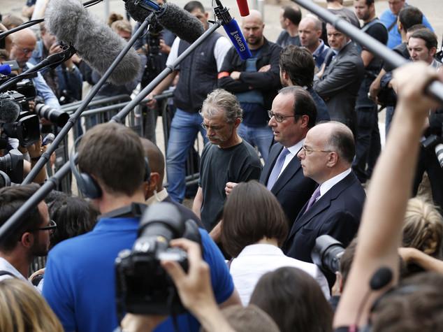 """Hollande """"Siamo in guerra con Isis, dobbiamo vincerla"""""""