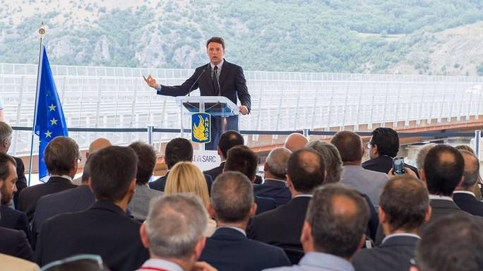 A3 senza cantieri, Renzi inaugura il Viadotto Italia