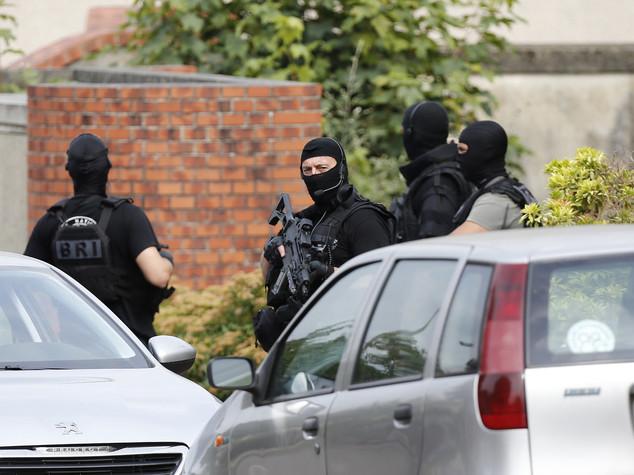 Francia: uno dei due attentatori è Adel Kermiche, 19 anni