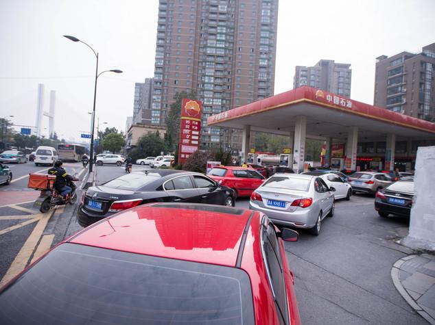 Cina: Cnpc, profitti crescono ma taglia investimenti fino al 2020