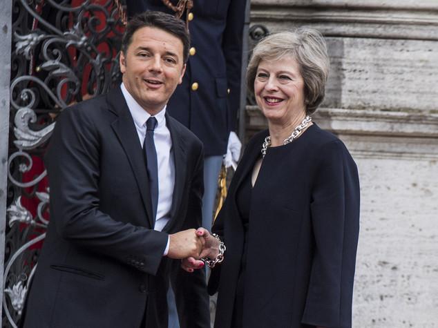 """May a Renzi """"Diritti degli italiani non cambiano"""""""