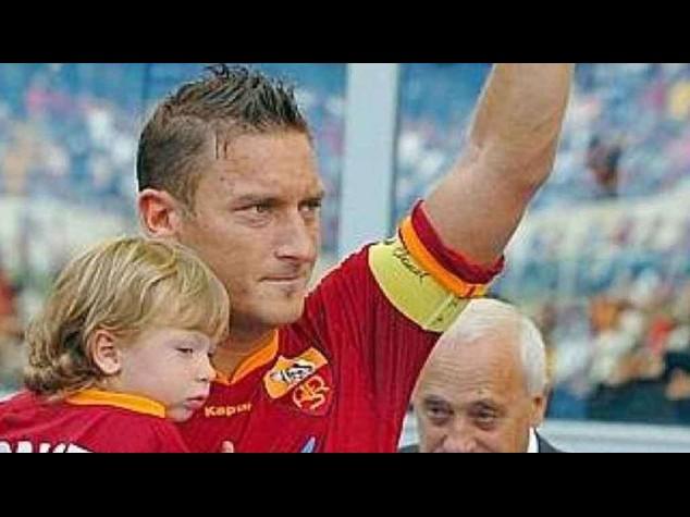 """Totti: la 'bandiera' della Roma compie 38 anni """"mi vogliono tutti bene"""" -  Foto  e Video"""