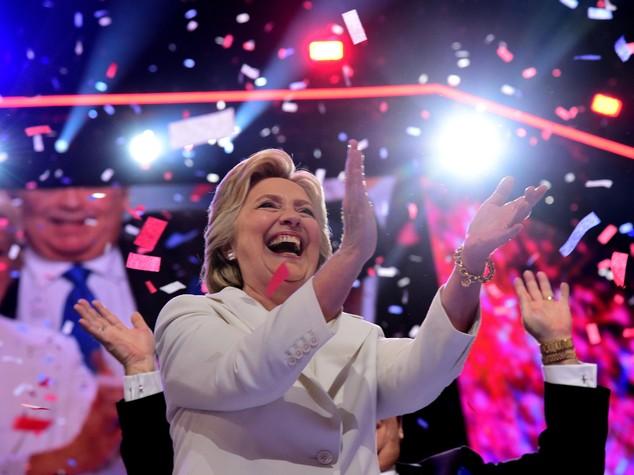 """Hillary accetta nomination, """"saremo più forti se uniti"""""""