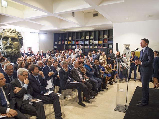 Renzi a Taranto, dopo anni di promesse facciamo sul serio