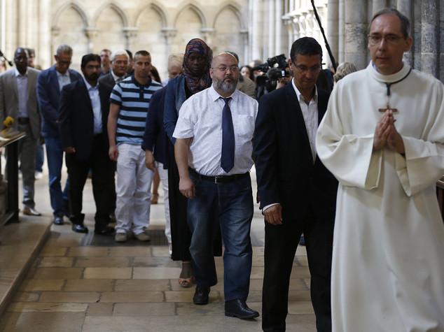 Messa a Rouen per padre Hamel, decine musulmani in chiesa