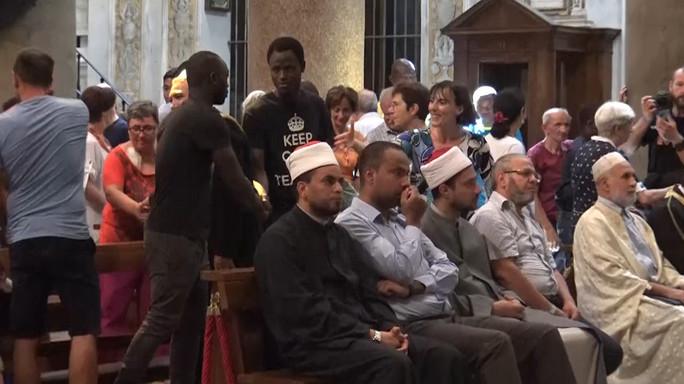 Musulmani e cristiani pregano insieme a Santa Maria in Trastevere