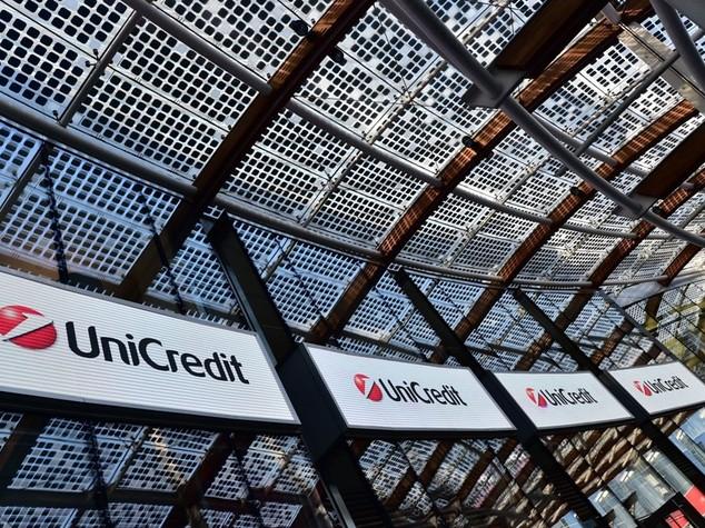 Borsa: in calo con banche -1,73%,tonfo Unicredit