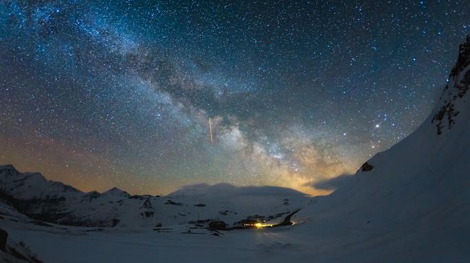 Un deserto di stelle oltre il centro della Via Lattea