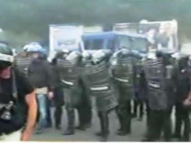 Scontri tra polizia e 'Block Bce'  A Napoli lacrimogeni e idranti