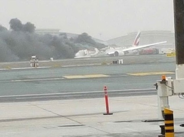 Aereo in fiamme a Dubai, tutti salvi