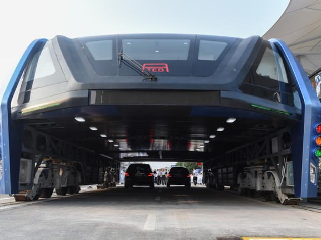 Cina, test per bus sopraelevato. E' il primo al mondo