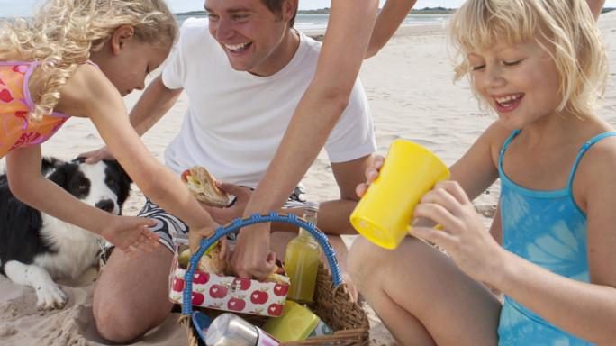 Tramonta il mito della lasagne in spiaggia, meglio le insalate