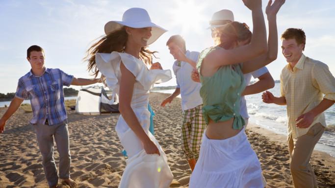 Adolescenti in vacanza tra superalcolici, sesso a rischio e 'drelfie'