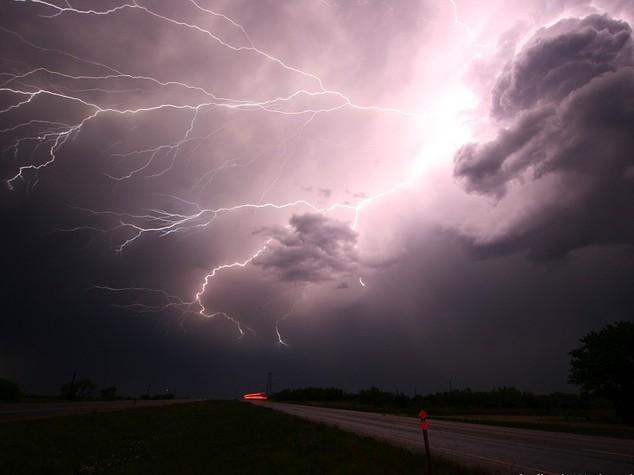 In arrivo forti temporali e vento a raffiche