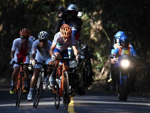 Ciclismo, Nibali cade a 13 km dall'arrivo