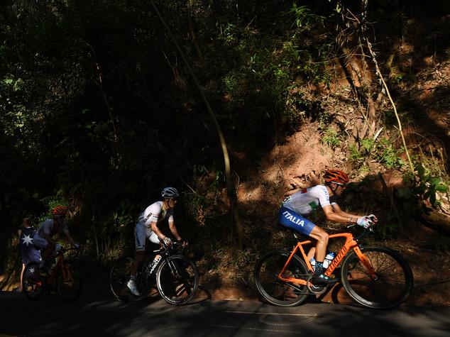 Nibali infortunato, rientro in Italia con volo Renzi