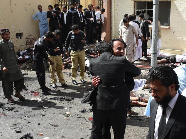 Pakistan, 53 morti per esplosione in ospedale a Quetta