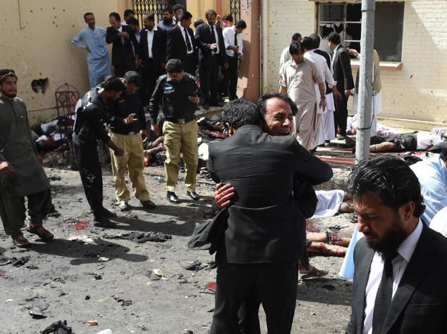 Strage in un ospedale del Pakistan. 45 morti e decine di feriti