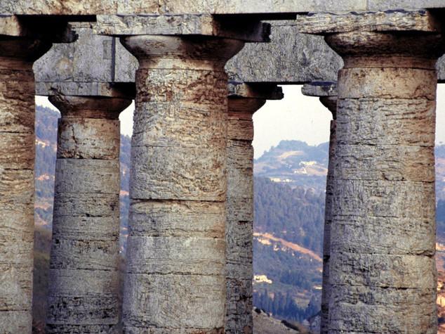 Incendi: brucia parco archeologico di Selinunte, salvi i templi