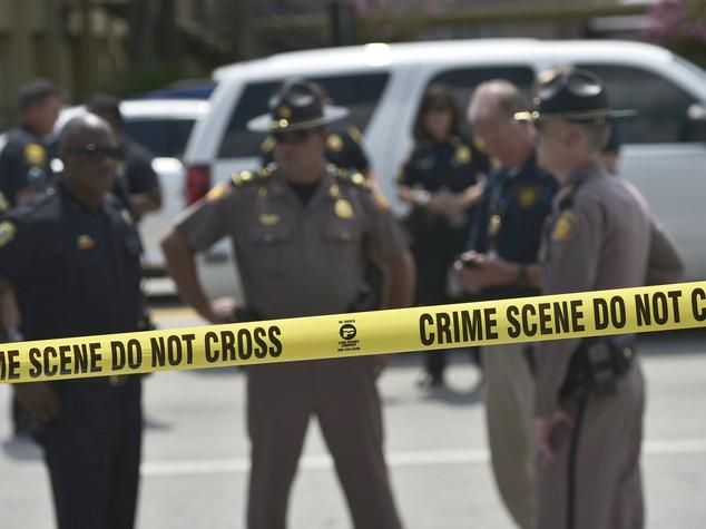 Spari su poliziotti in Arkansas, 2 colpiti