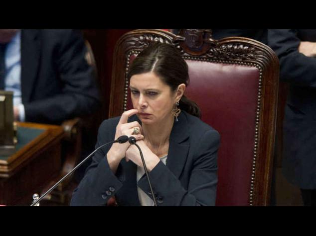 Camera: si' allo stipendio ai parlamentari arrestati