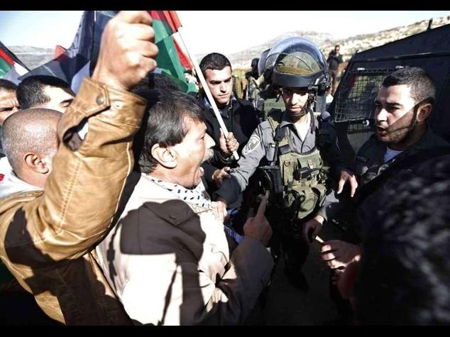 Scontri in Cisgiordania, muore ministro palestinese