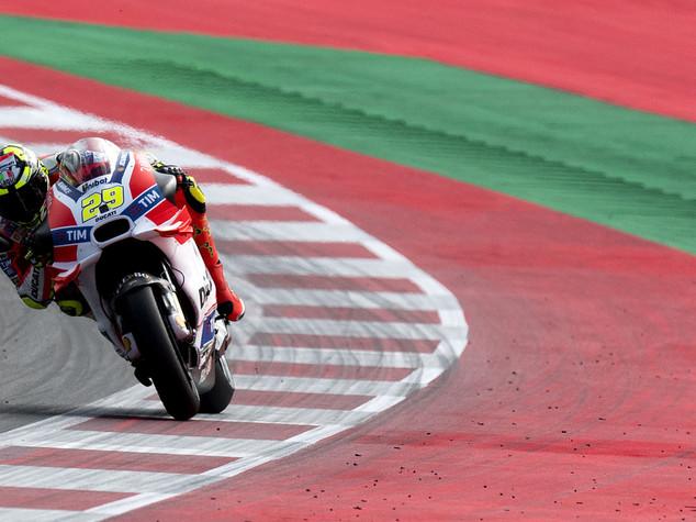 Austria, pole Iannone davanti a Rossi e Dovizioso